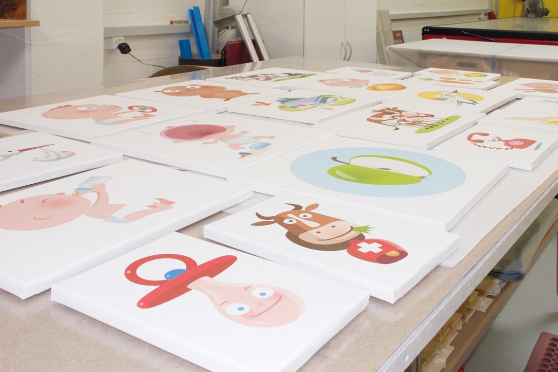 Bilder zum Rahmen mit den Markensujets von Bimbosan in der Werkstatt