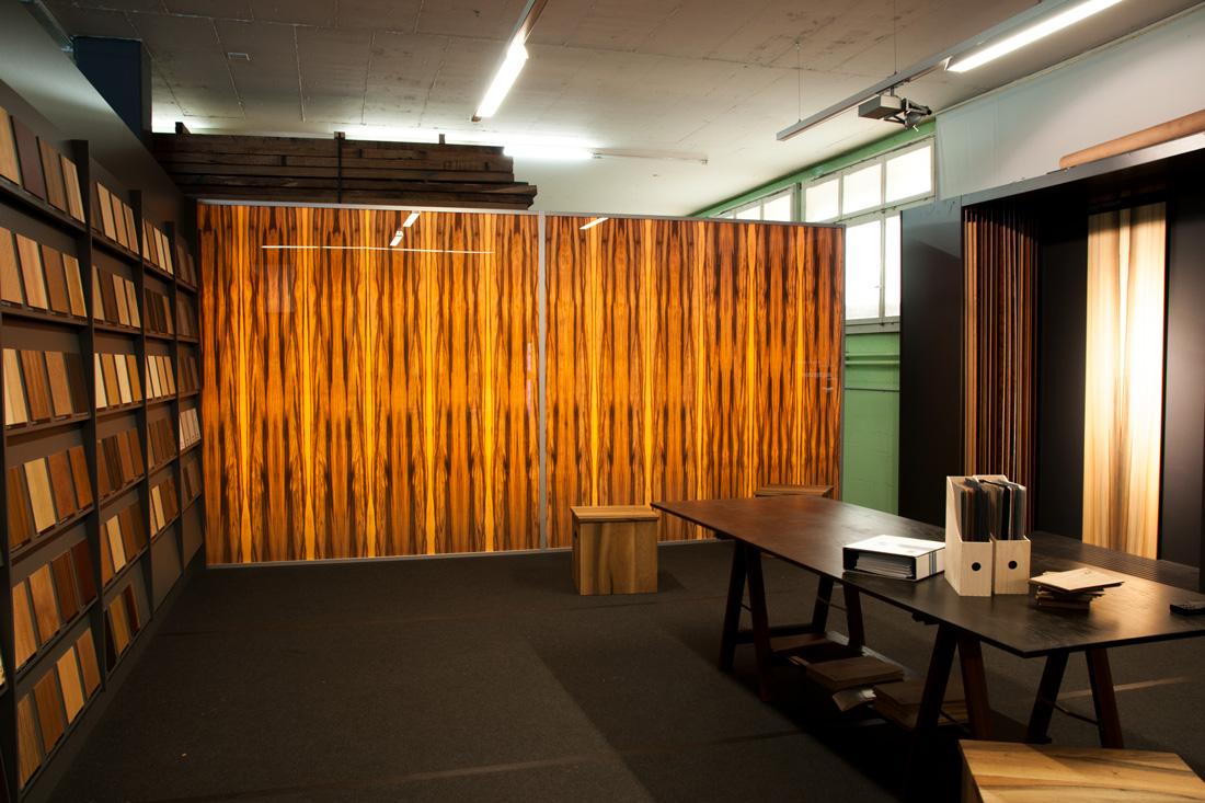 Leuchtfront in Showroom strahlt Wärme und Licht aus