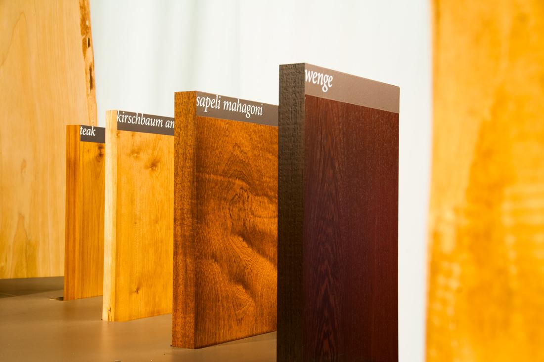 Holzmuster aus dicken Plattender Anschauung
