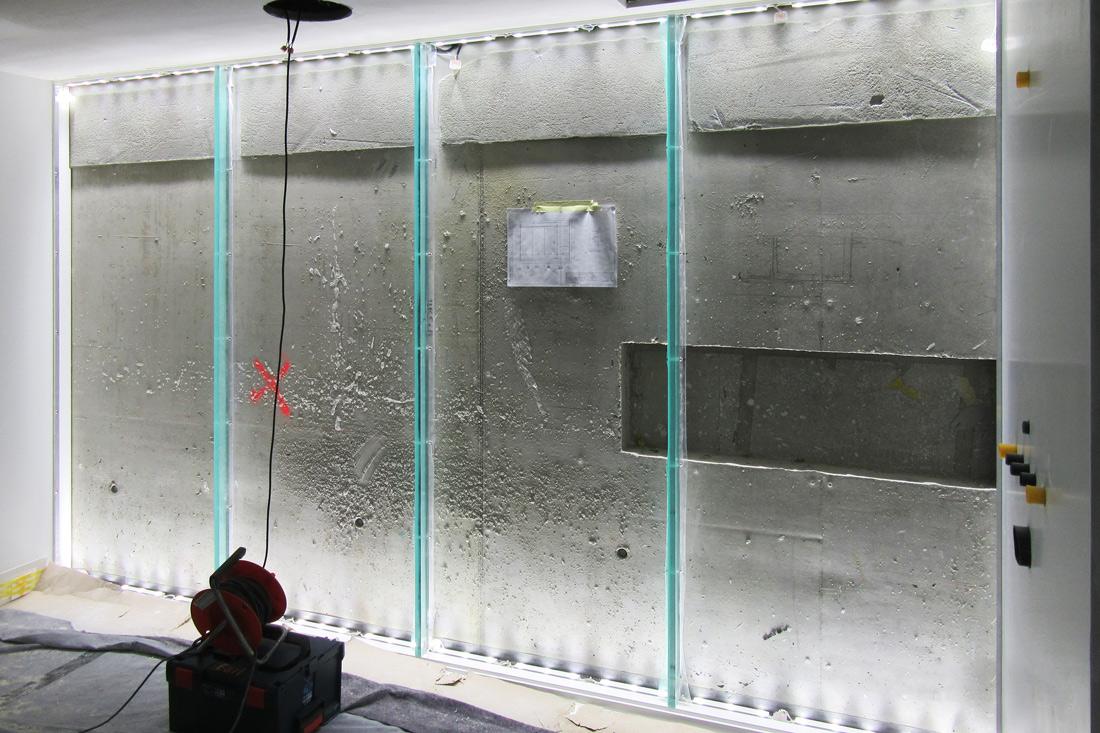 Beleuchtung auf dem Rohbau vor dem Einsatz der Glaswand