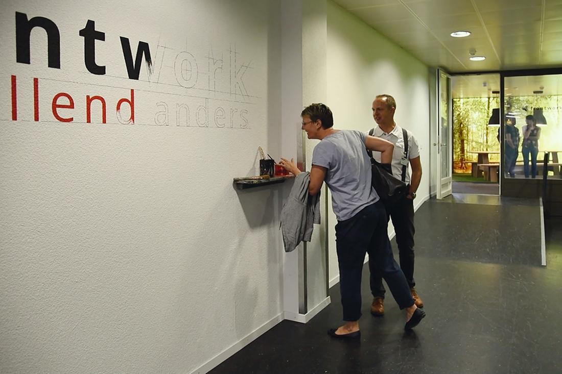 Kunst und Werbetechnik liegen nahe beieinander. Berühren, greifen und testen. Das erlebte der Besucher.