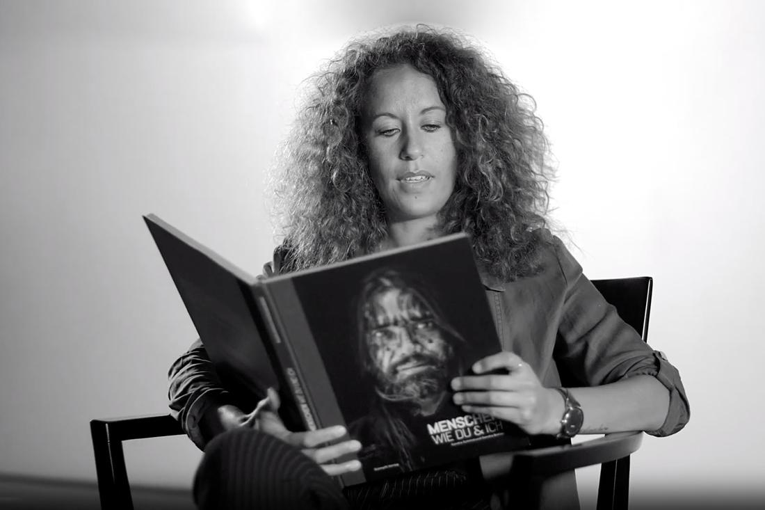 Sandra Schmid liest aus Menschen-wie-du-und-ich